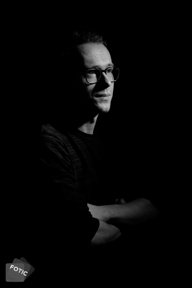 portretfoto Stan in zwartwit