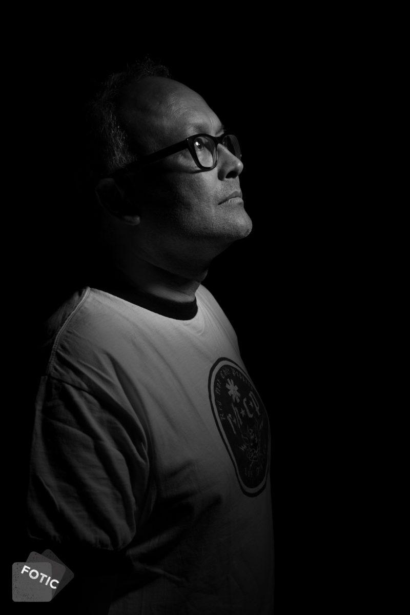 portretfoto Tony Tati in zwartwit