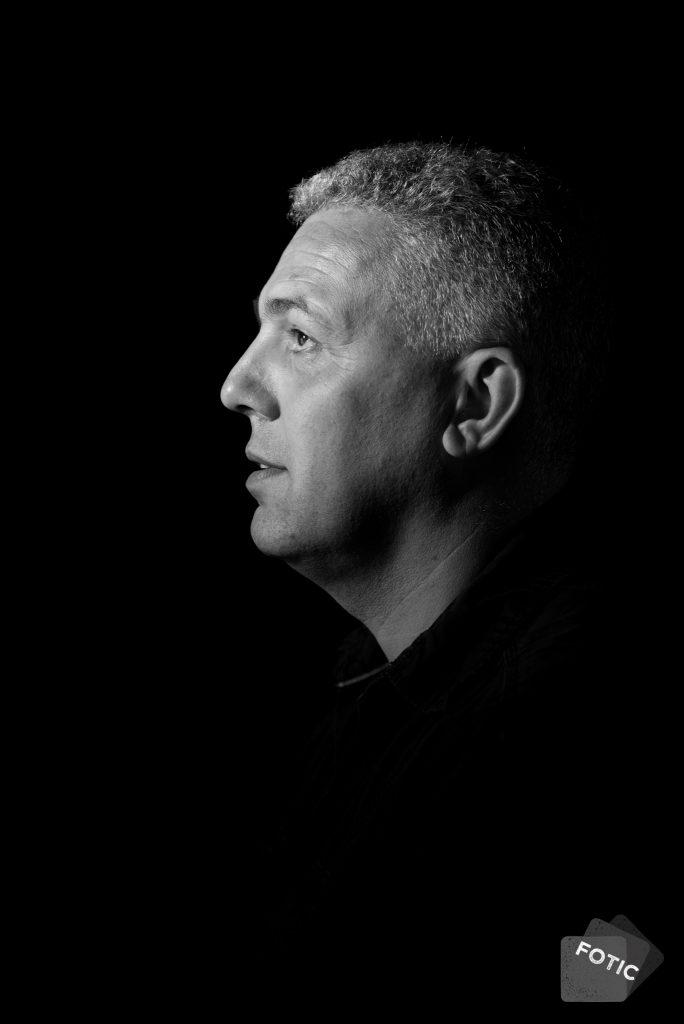 portretfoto Ruud Bekkers in zwartwit