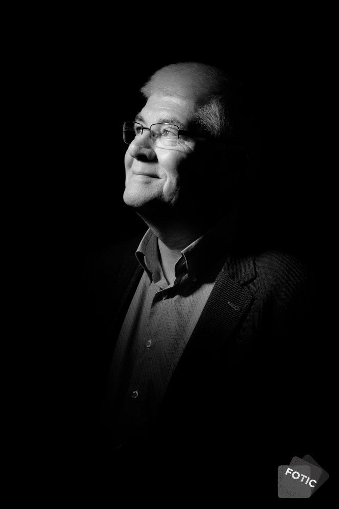 portretfoto Hans Breunissenin zwartwit