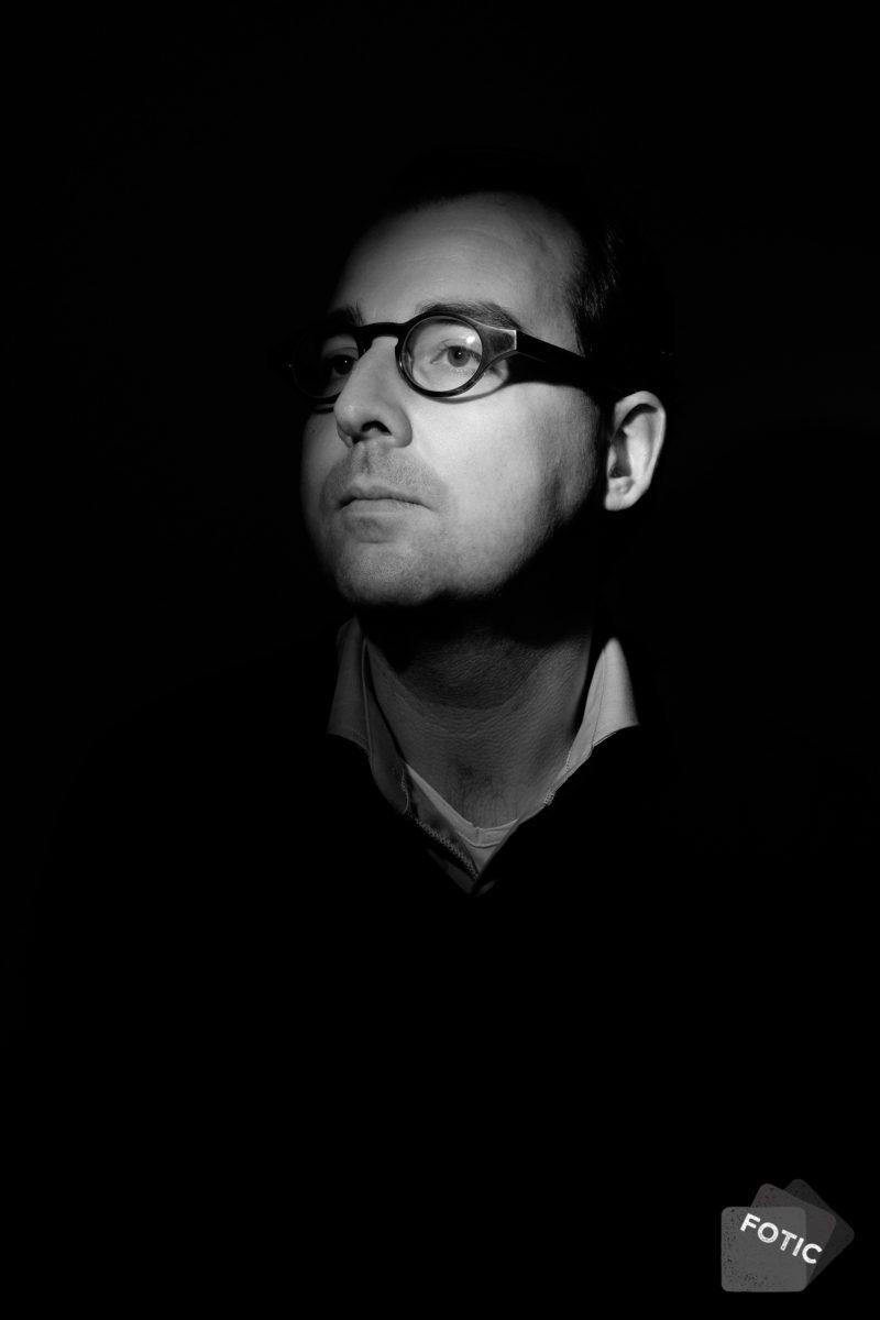 portretfoto Bas van der Schuit zwartwit