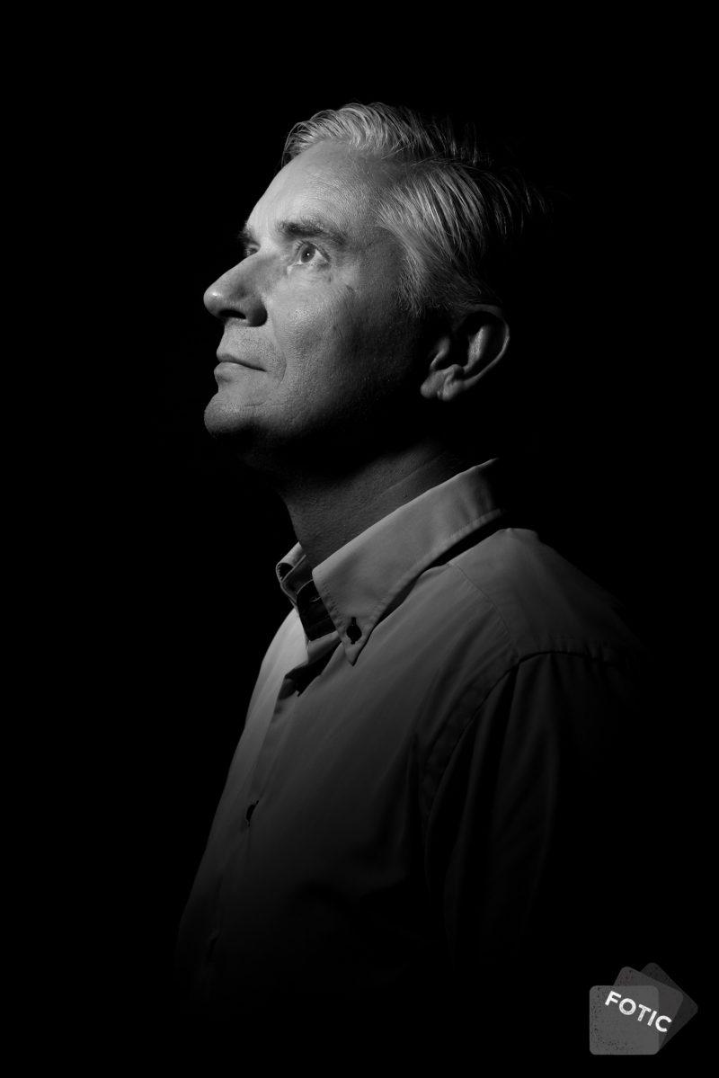 portretfoto Jan Stinissen zwartwit