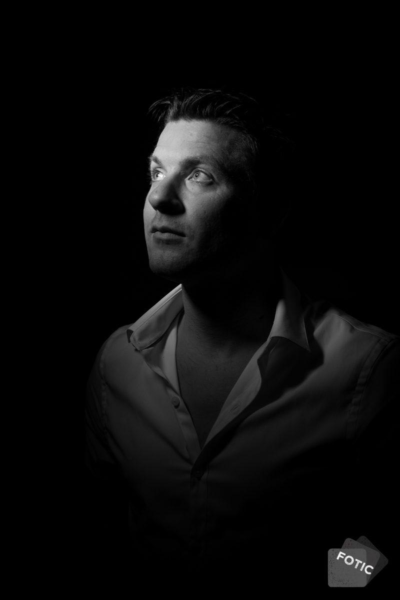 portretfoto Ton Delissen zwartwit
