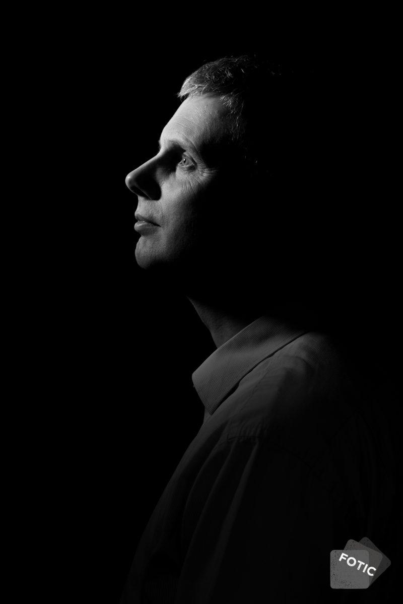 portretfoto Erik de Wilde zwartwit