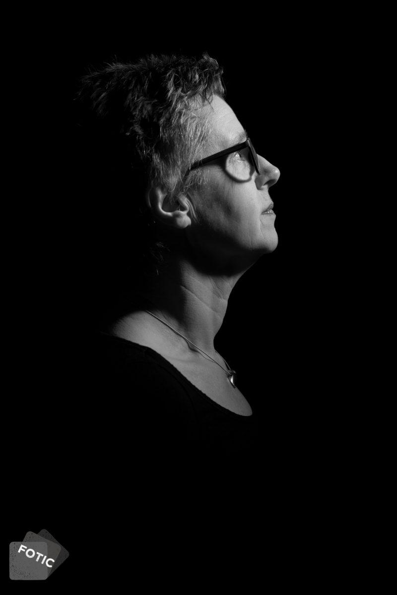 portretfoto Paula van Remmen zwartwit