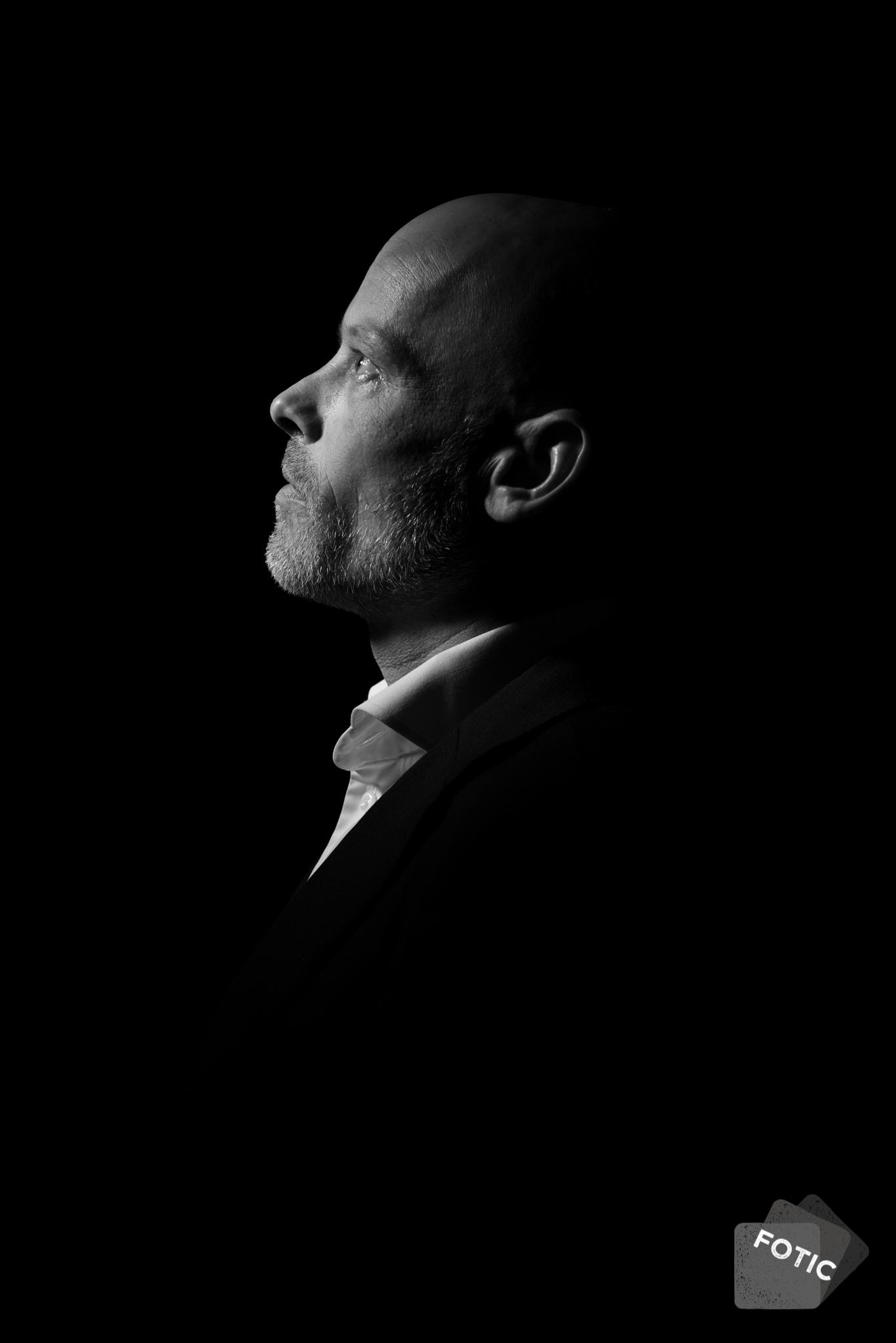 portretfoto Pjotr Hoogers zwartwit
